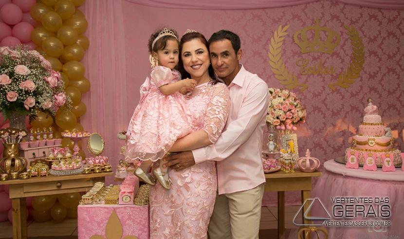 COLUNA JANUÁRIO BASÍLIO: ANIVERSÁRIO DE DOIS ANINHOS DE ESTHER MARIA DE FARIA