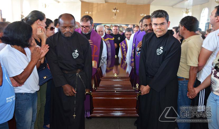 Barbacena se despede de Padre Paulo Sérgio.