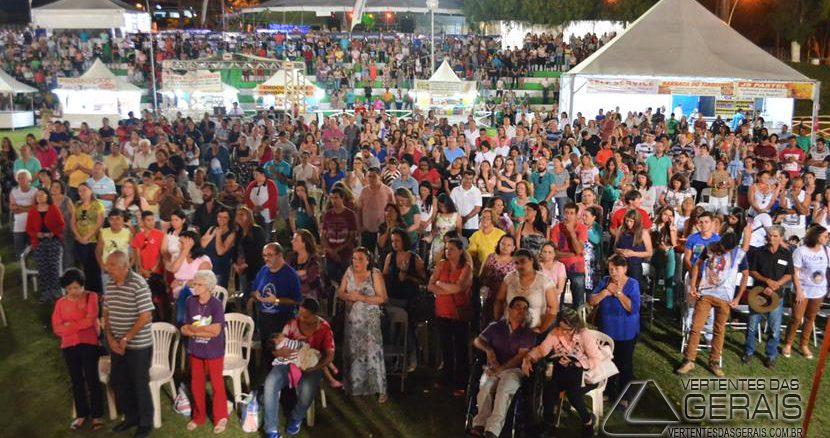 MISSA-NO-PARQUE-DE-EXPOSIÇÕES-DE-BARBACENA-VERTENTES-DAS-GERAIS-FOTO-JANUARIO-BASÍLIO-06