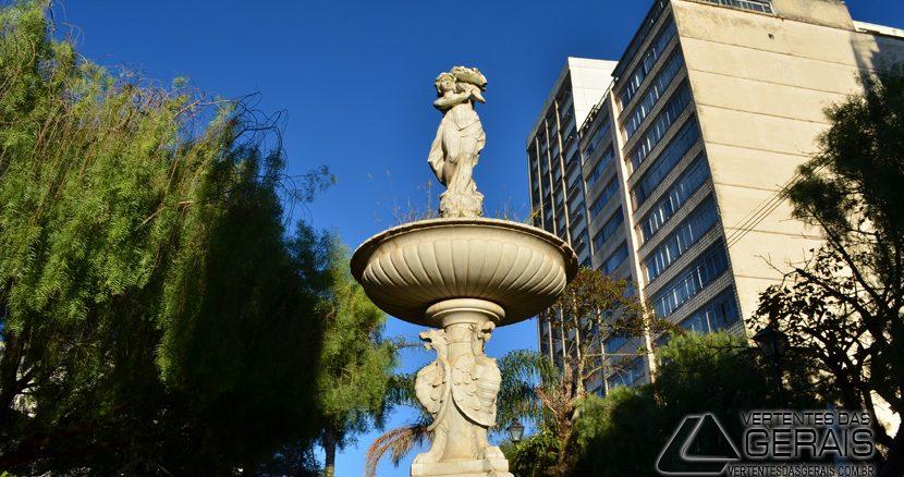 MONUMENTO-NO-JARDIM-DO-GLOBO-EM-BARBACENA-FOTOS-JANUARIO-BASÍLIO-01