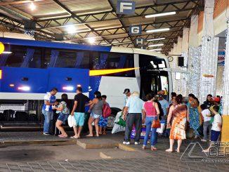 Embarque de passageiros na Rodoviária de Barbacena.