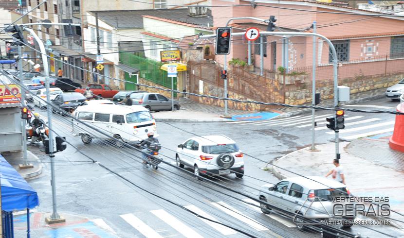 PEDESTRES E MOTORISTAS DEVEM FICAR ATENTOS AS  ALTERAÇÕES REALIZADAS NO TRÂNSITO
