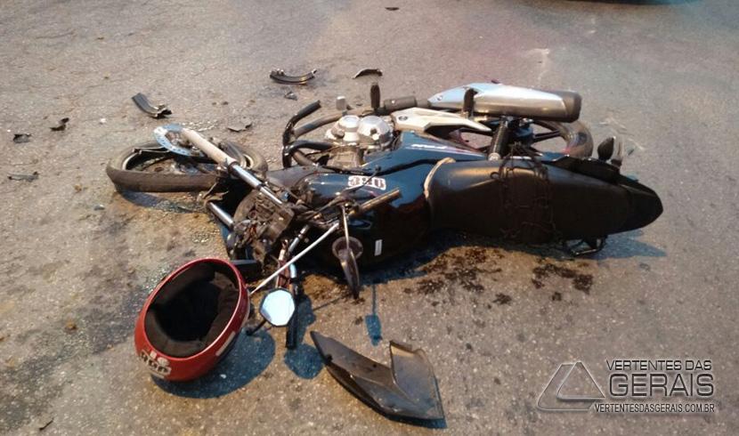 MOTOCICLISTA MORRE DURANTE COLISÃO FRONTAL ENVOLVENDO MOTO E CAMINHÃO