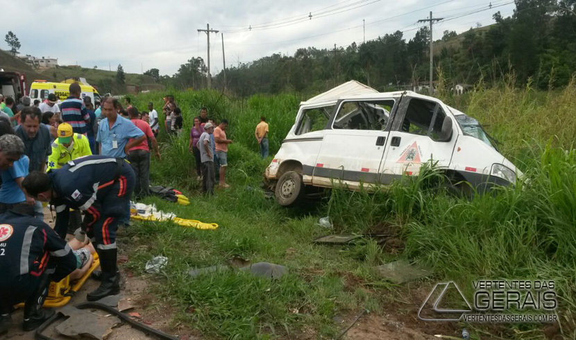 ACIDENTE GRAVE PERTO DE VASCONCELOS DEIXA UM MORTO E NOVE PESSOAS FERIDAS
