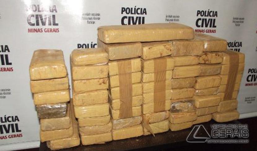 Droga estava enterrada em um sítio no bairro Amaro Ribeiro.
