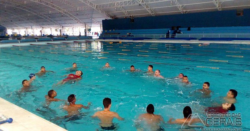 bombeiro-de-barbacena-da-curso-de-natação-para-alunos-da-epcar-01