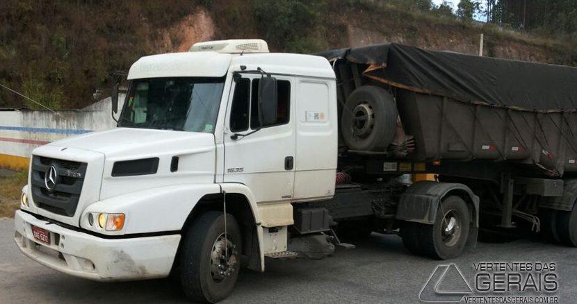 carreta-interceptada-pela-polícia-militar-rodoviária-na-br-265-03