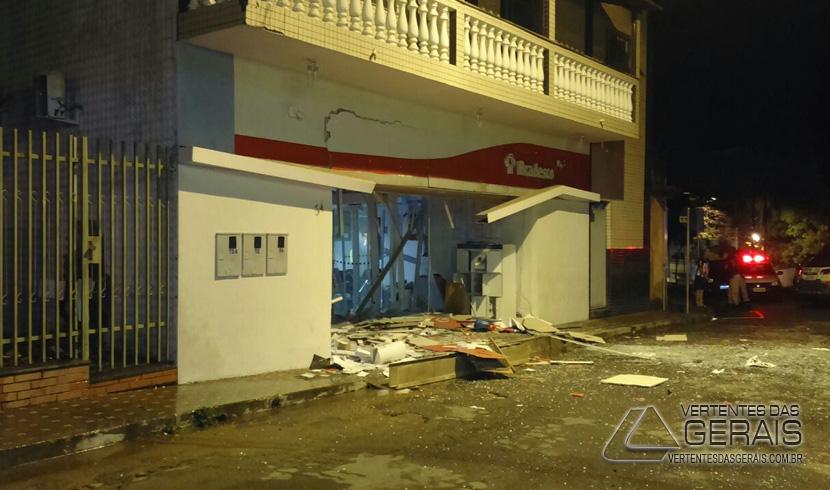 Explosão de Caixas Eletrônicos em Carandaí