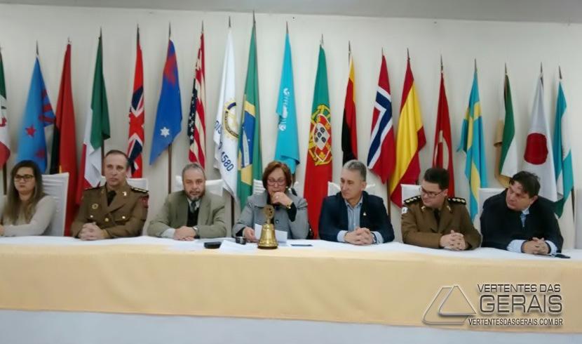 Rotary Club presta homenagem aos Comandantes da 13ª RPM e do 9º BPM
