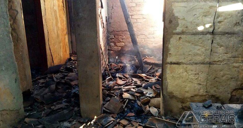 incendio-em-residencia-em-jeceaba-01