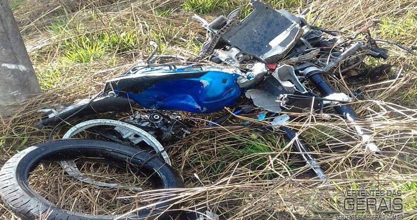 moto-bate-em-carro-funerario-na-265-01