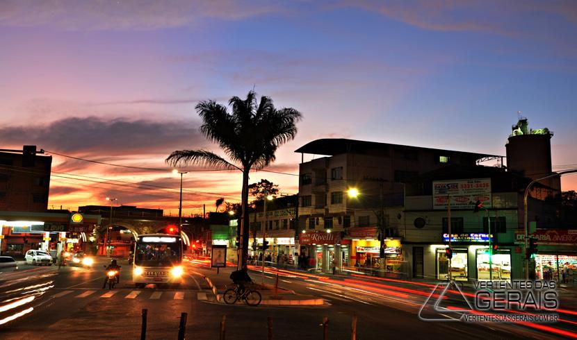 Coluna Imagem: Começo de Noite no Pontilhão em Barbacena