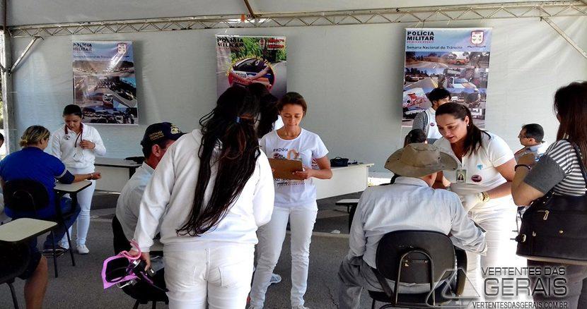 semana-de-trânsito-promovida-pela-13cia-pm-ind-mat-de-barbacena-01