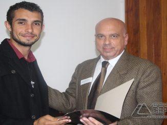 vereador-Carlos-dú-entrega-relatório-ao-secretário-de-educação-de-barbacena