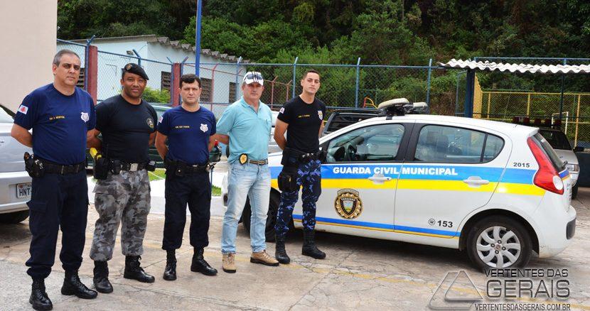 o Comando da Guarda Municipal de Varginha sendo recepcionados pelo Comando da Guarda de Barbacena