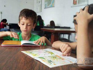 Alunos-da-zona-rural-de-barbacena-visitam-a-biblioteca-pública-municipal-01