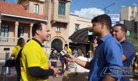 Delegado, Dr. Carlos Capristrano, Chefe do 13º Departamento de Polícia Civil, concedendo entrevista a afiliada  da Globo na região.