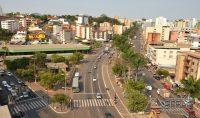 Avenida Pref. Telésforo Cândido de Resende principal centro comercial de Lafaiete.