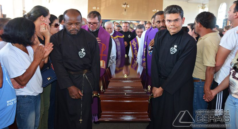 CORTEJO-DO-PADRE-PAULO-DA-PAROQUIADAPENHA-EM-BARBACENA-VERTENTES-DAS-GERAIS-JANUARIOBASILIO-06
