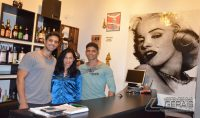 O empresário, Richard Lawrence com a mãe, Ana Lúcia da Silva, e o primo Jhony Arthur.