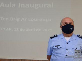 Comandante-da-E-S-G-ministra-aula-inaugural-na-EPCAR-02
