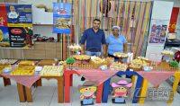 O empresário Denilson Santos e a colaboradora Jussara Silva, da Padaria Sabor de Minas.