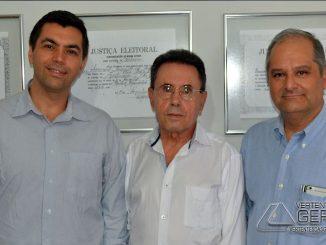 Engenheiro-Luiz-Eduardo-Vereador-Amarílio-e-Dr-Fabio-Junior-responsável -pelo-RH-da-empresa