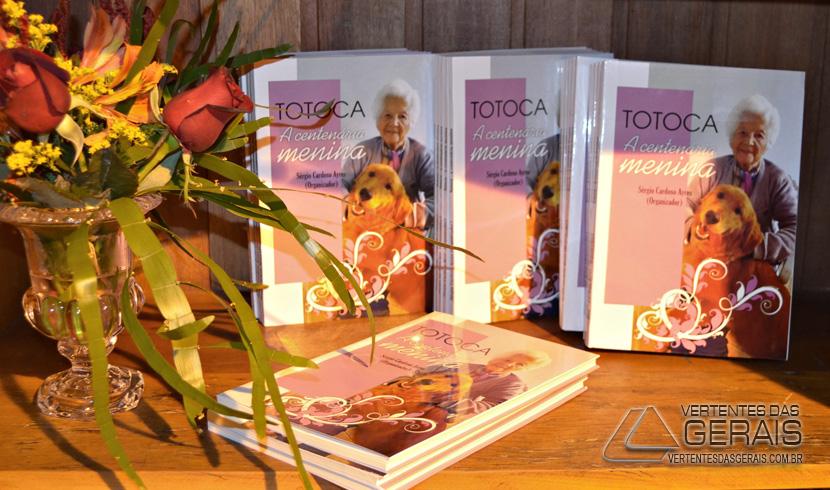 LANÇAMENTO-DO-LIVRO-DE-DONA-TOTOCA-FOTO-21