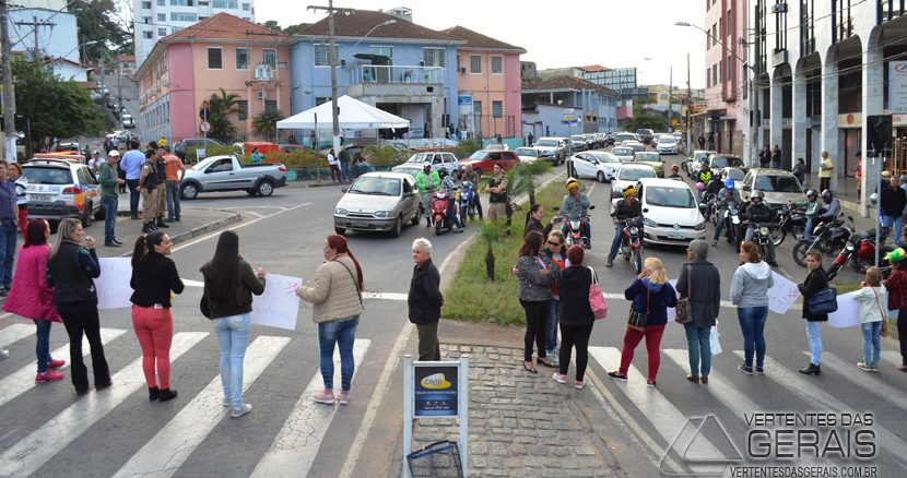 MANIFESTAÇÃO-NA-REGIÃO-DO-PONTILHÃO-EM-BARBACENA-FOTO-JANUÁRIO-BASÍLIO-13