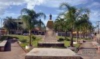 Monumento  em homenagem ao Cônego Luíz Giarola Carlos