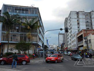 Final de tarde em Barbacena de céu encoberto e 100% de umidade do ar. Pode chover a qualquer momento na cidade.