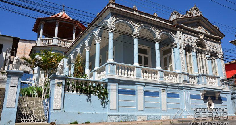 RESIDÊNCIA-NA-RUA-COMENDADOR-JOÃO-FERNANDES-CENTRO-DE-BARBACENA