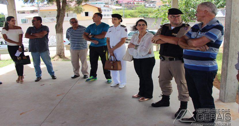 REUNIÃO-NA-PRAÇA-DA-RUA-BAHIA-06jpg
