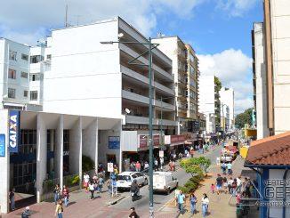 Rua-Quinze-de-Novembro-Centro-de-Barbacena-foto-Januário-Basílio
