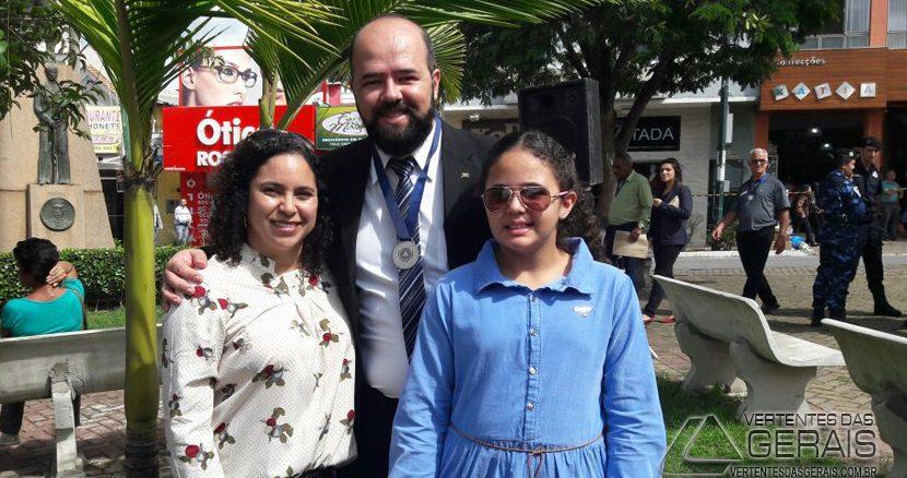 Sophia-com-os-pais-Cláudia-Braga-e-Welington-Capristrano