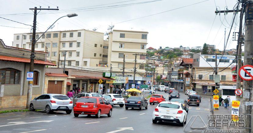 foto: Rua Benjamim Constant no  entroncamento com a Sena Madureira no Pontilhão em Barbacena.