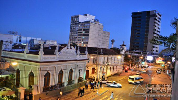 VISÃO-NOTURNA-DO-CENTRO-DE-BARBACENA-FOTO-JANUÁRIO-BASÍLIO