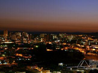 Visão noturna de Barbacena a partir do bairro São Pedro.