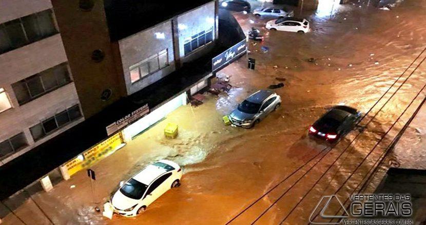 Ruas no Bairro São Mateus ficaram inundadas em Juiz de Fora (Foto: Ângelo Savastano/Arquivo Pessoal)