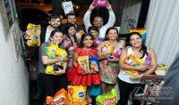 Convidados abraçaram ideiam e debudante arrecadou muitos quilos de ração (Foto: Poliana dos Santos/Arquivo Pessoal)