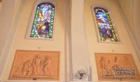 Os lindos painéis da Via Sacra construído em terra-cota dão a dimensão e valor do acervo da Basílica.