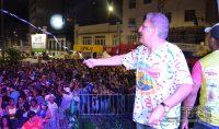 batalha-de-confetes-promovida-pela-radio-sucesso-fm-de-barbacena-mg-foto-januario-basilio-12
