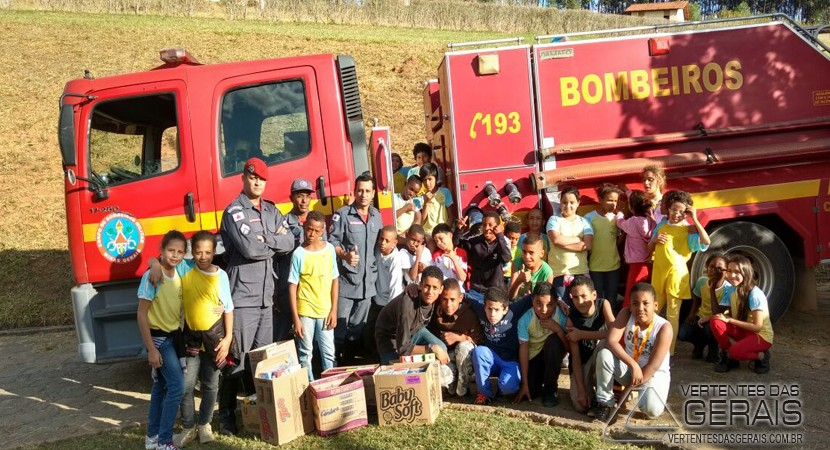 bombeiros-de-barbacena-faz-doação-de-leite-02