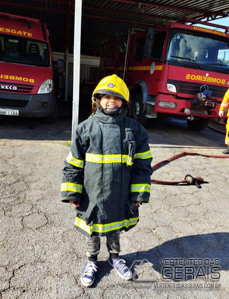 bombeiros-realizam-sonho-de-criança-em-sjdr-03