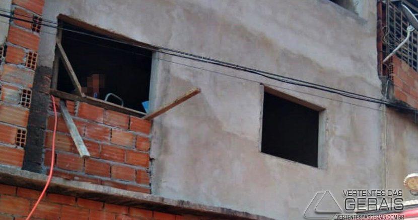 bombeiros-resgatam-pedreiro-ferido-em-sjdr-01