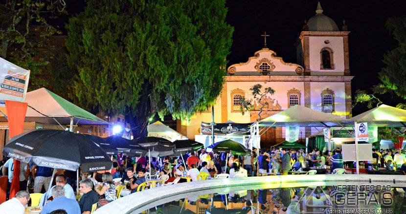Eventos realizados pela Prefeitura de Barbacena em parceria com a Associação Comercial, tem ajudado a fomentar a economia local. Foto: Festival de Cerveja Artesanal .