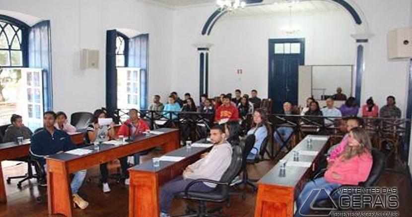 câmara-de-Barbacena-recebe-alunos-da-escola-embaixador-josé-bonifácio-01