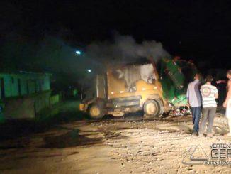 caminhão-de-lixo-pega-fogo-em-tiradentes-mg-03