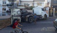 caminhão-tomba-na-floriano-peixoto-02