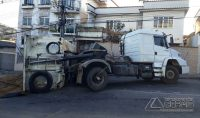 caminhão-tomba-na-floriano-peixoto-05